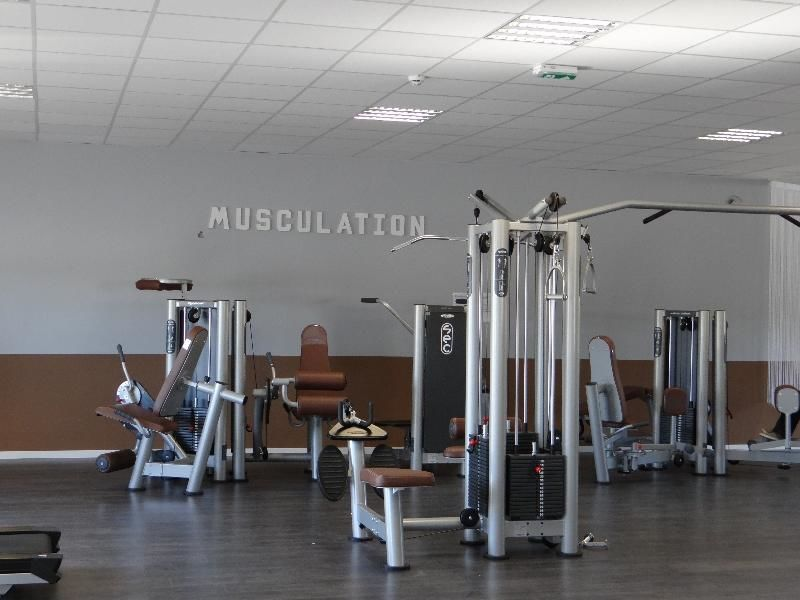 vita liberte le sport 100 low cost salle de sport plan de campagne. Black Bedroom Furniture Sets. Home Design Ideas